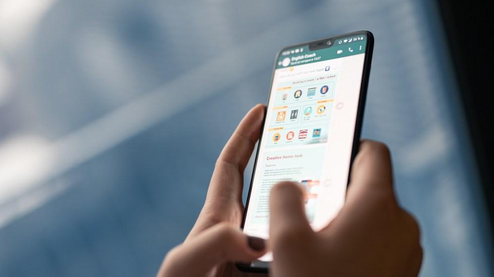 Al menos 77 millones de mexicanos utilizan WhatsApp - Uso de WhatsApp. Foto de Antoine Julien / Unsplash
