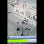 #Video Mujer se enfrenta a delincuentes armados para impedir que raptaran a su hijo