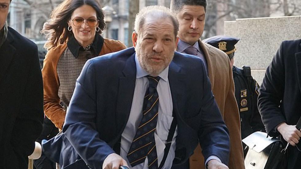 Fiscal califica a Harvey Weinstein como un 'violador abusador' - Weinsten a su llegada a la Corte de Nueva York. Foto de Daily Mail