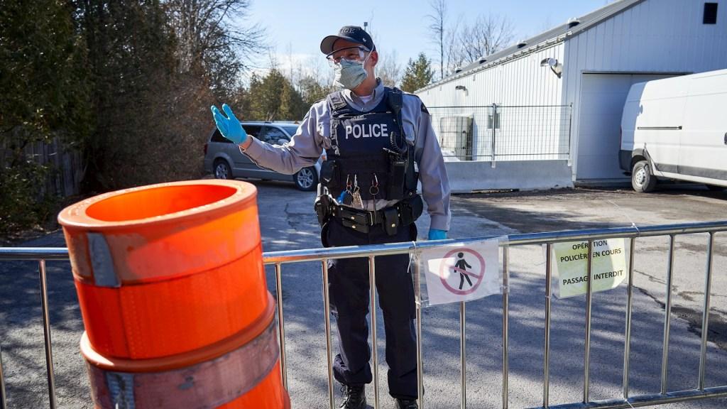 Canadá extiende hasta octubre, por COVID-19, restricciones de viajes no esenciales con Estados Unidos - Canadá COVID-19 coronavirus policía