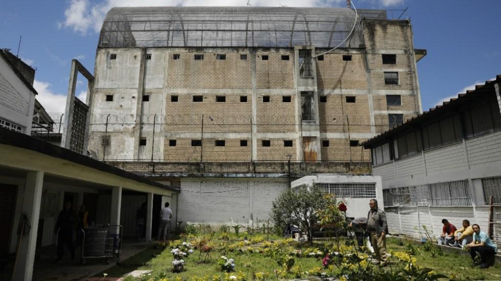 #Videos Motines en más de 10 cárceles colombianas por hacinamiento y temor a COVID-19 - Cárcel La Modelo, en Bogota, Colombia. Foto de EFE
