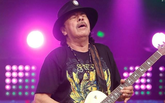 Carlos Santana cancela gira en Europa por COVID-19 - Carlos Santana en concierto. Foto de @carlossantana