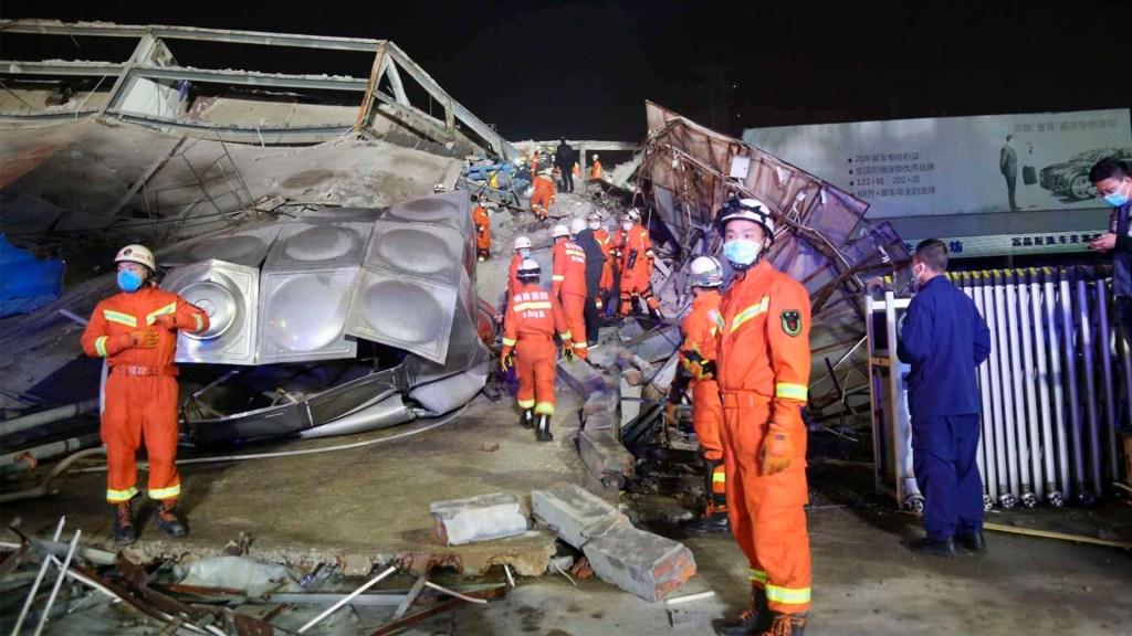 Rescatan a 44 personas tras colapso de hotel en China - china edificio covid-19