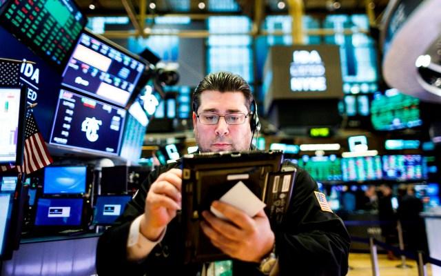 Wall Street cierra cierra mixto: Dow Jones sube 2.39 % - Foto de EFE