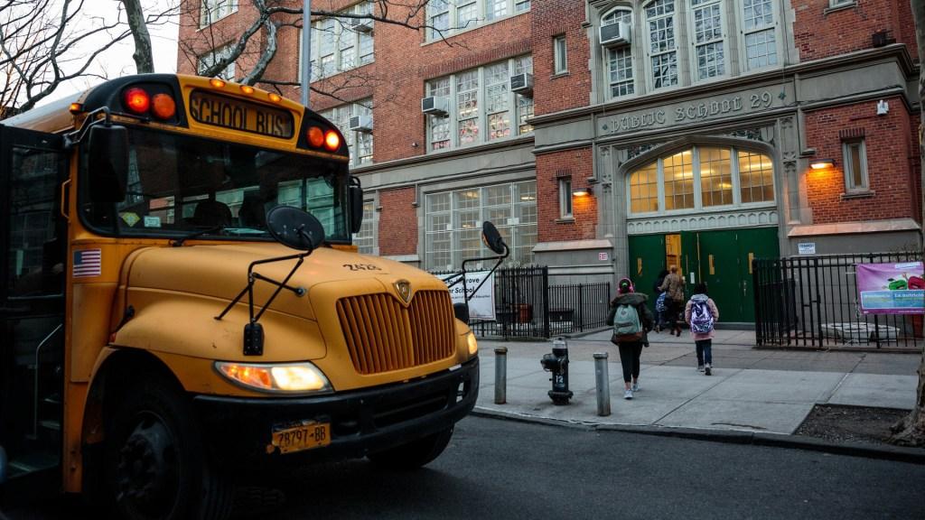 Escuelas de Nueva York cerrarán más de un mes por COVID-19 - Escuela pública de Nueva York. Foto de The New York Times