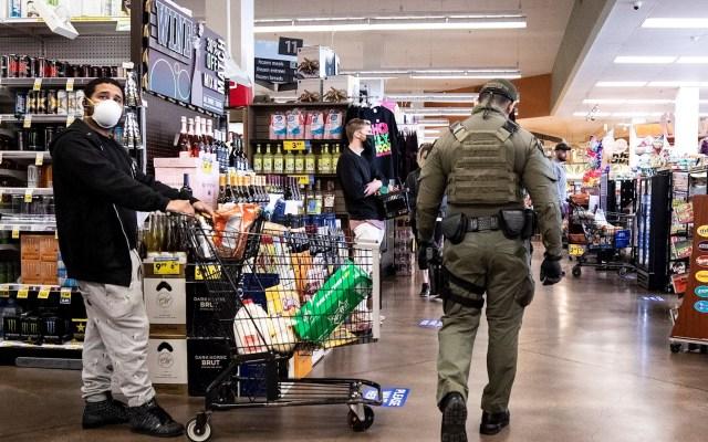 Estados Unidos amplía hasta el 30 de abril restricciones ante COVID-19 - Tienda en Los Angeles, California, Estados Unidos. Foto de EFE/EPA/ETIENNE LAURENT