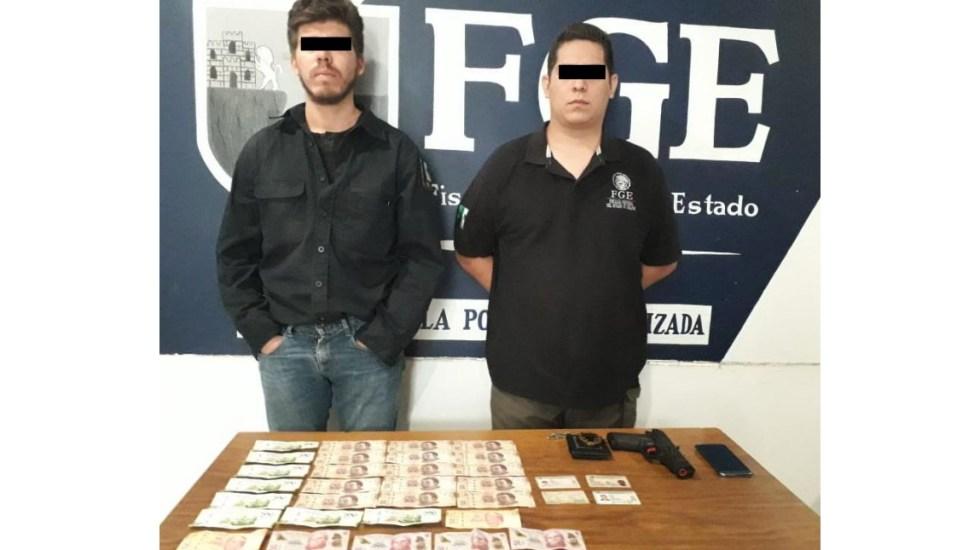 Detienen en Chiapas a dos extorsionadores que se hacían pasar por policías - FGE Chiapas detenidos policías