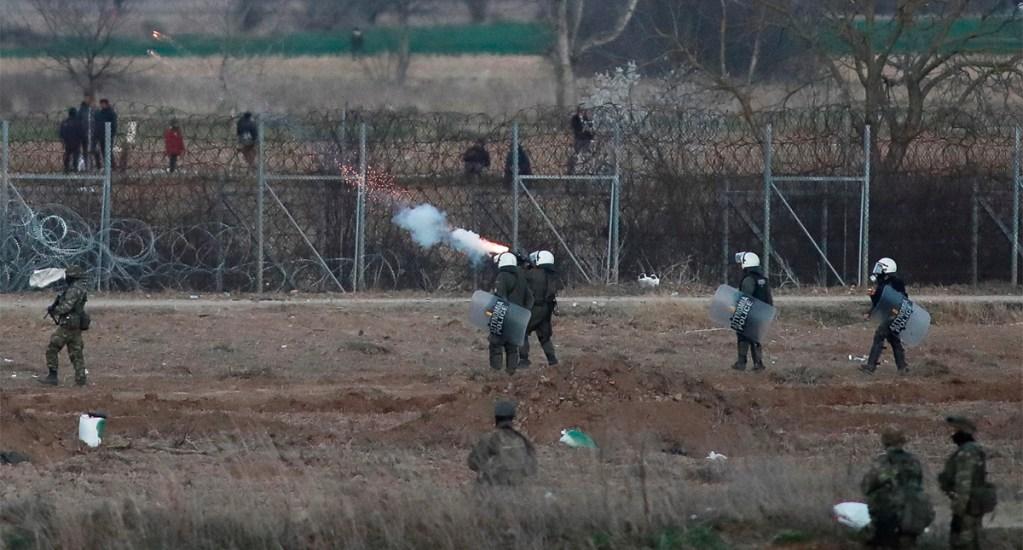 """Human Rights Watch denuncia """"devolución de migrantes en caliente a Turquía"""" por policía griega - La ONG aseguró que la Policía griega roba y desnuda a los migrantes para luego regresarlos a Turquía sin posibilidad de solicitar asilo"""