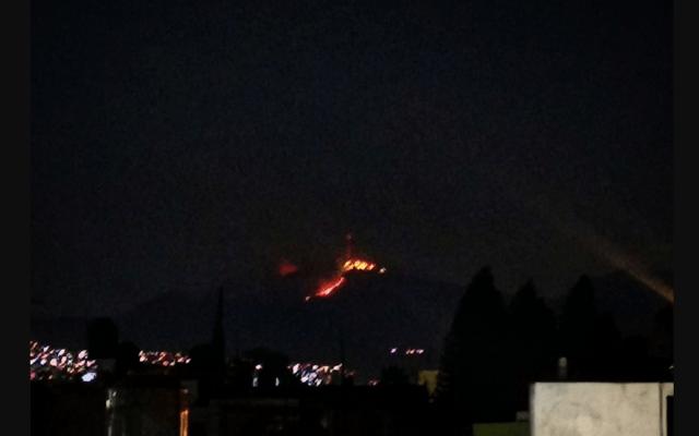 #Video Incendio consume pastizal en el Cerro del Chiquihuite - Foto de Twitter...