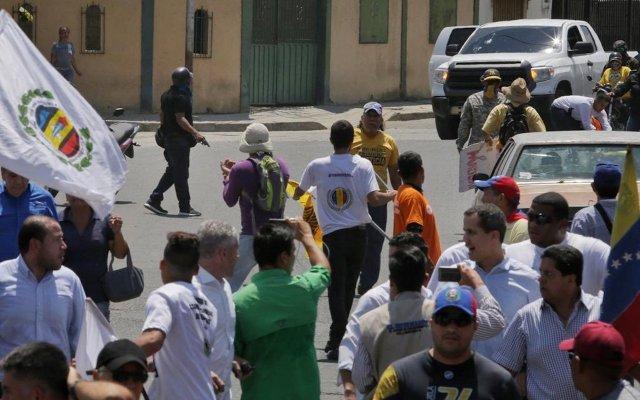 Ataque a Guaidó representa violación a los derechos humanos por parte de Maduro - Foto de Twitter Juan Guaidó