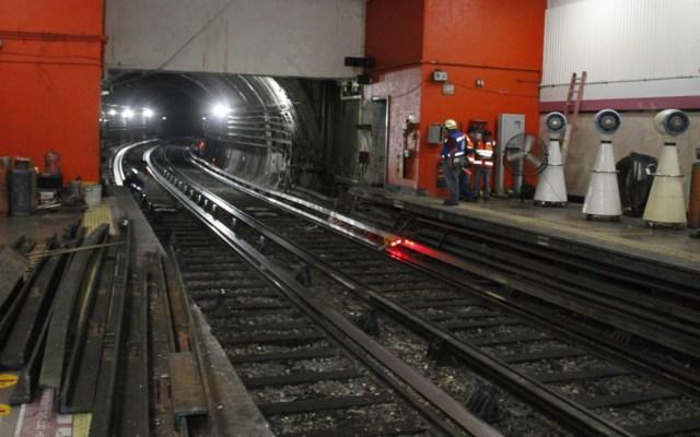 Línea 1 del Metro reanudará servicio completo el martes tras choque de trenes - Labores en la estación Tacubaya del Metro. Foto del SCT Metro