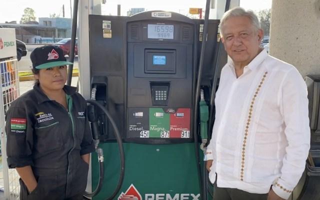 """Baja en precios de gasolinas """"ayuda a que no se sienta tanto la crisis"""" del COVID-19, dijo AMLO - Foto de captura de pantalla"""