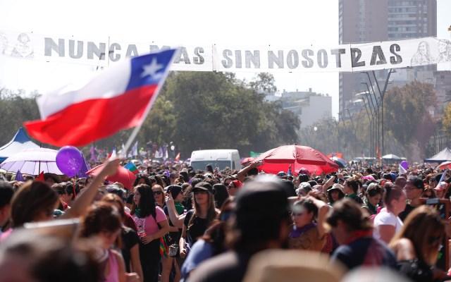 Mujeres protestan en Santiago de Chile contra la violencia de género - Marcha contra la violencia de género en Chile. Foto de EFE