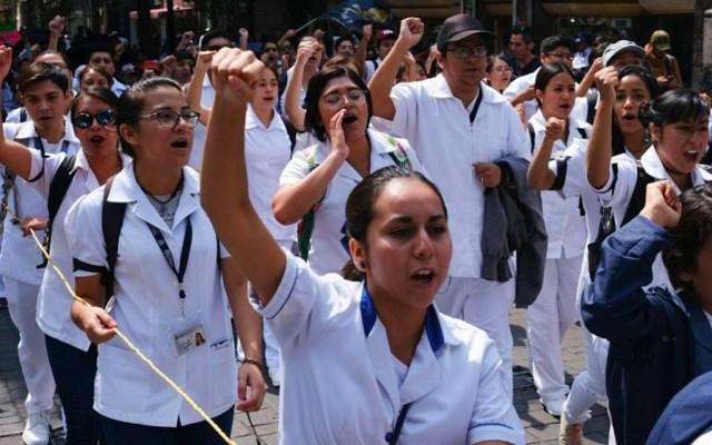 Estudiantes de medicina de Morelia marchan por el asesinato de tres alumnos en Puebla - La movilización fue para exigir justicia por el asesinato de tresalumnos de medicina deuniversidades poblanas y un conductor de Uber