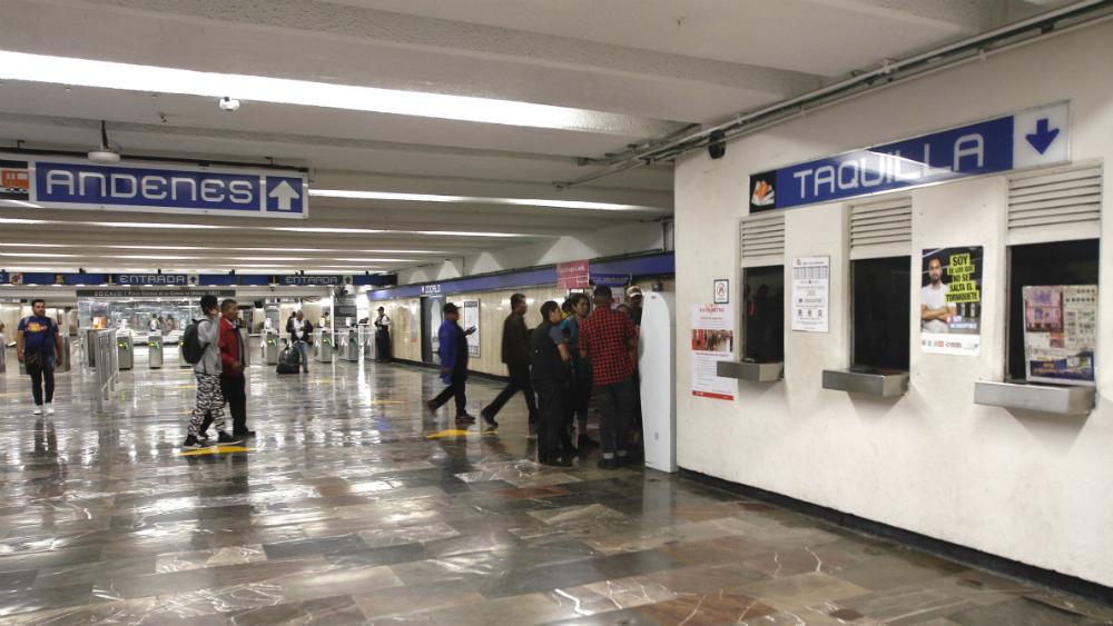 Dan paso libre en el Metro por taquilleras que se unieron al paro - Foto de Notimex