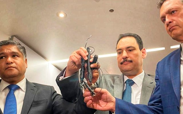 Marko Cortés condena presunto espionaje a bancada del PAN en el Senado - Micrófonos supuestamente hallados en las oficinas del PAN en el Senado. Foto de @VictorFuentesNL