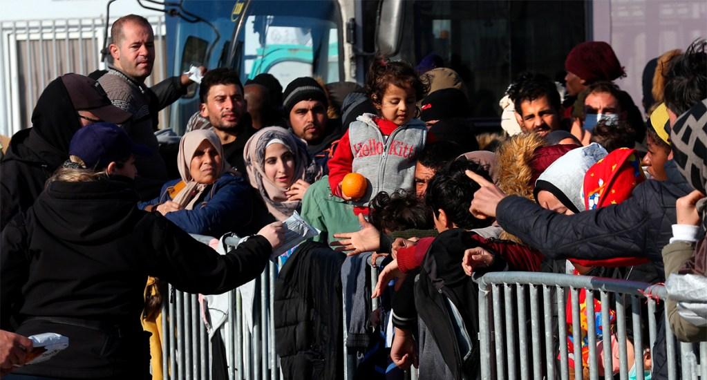 Miles de migrantes continúan dispersos a lo largo de la frontera entre Turquía y Grecia - Desde el viernes pasado decenas de sirios, iraquíes, paquistaníes y afganos, llegaron a la frontera dispuestos a intentar cruzar al lado griego