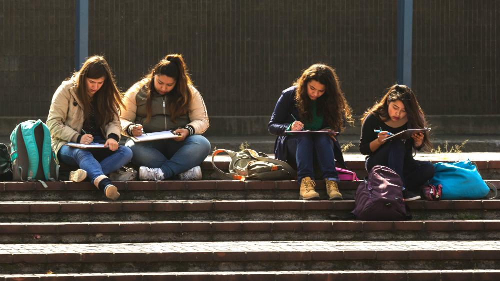 UNAM pide no sancionar a mujeres universitarias que participen en paro del 9M - Mujeres universitarias. Foto de UNAM