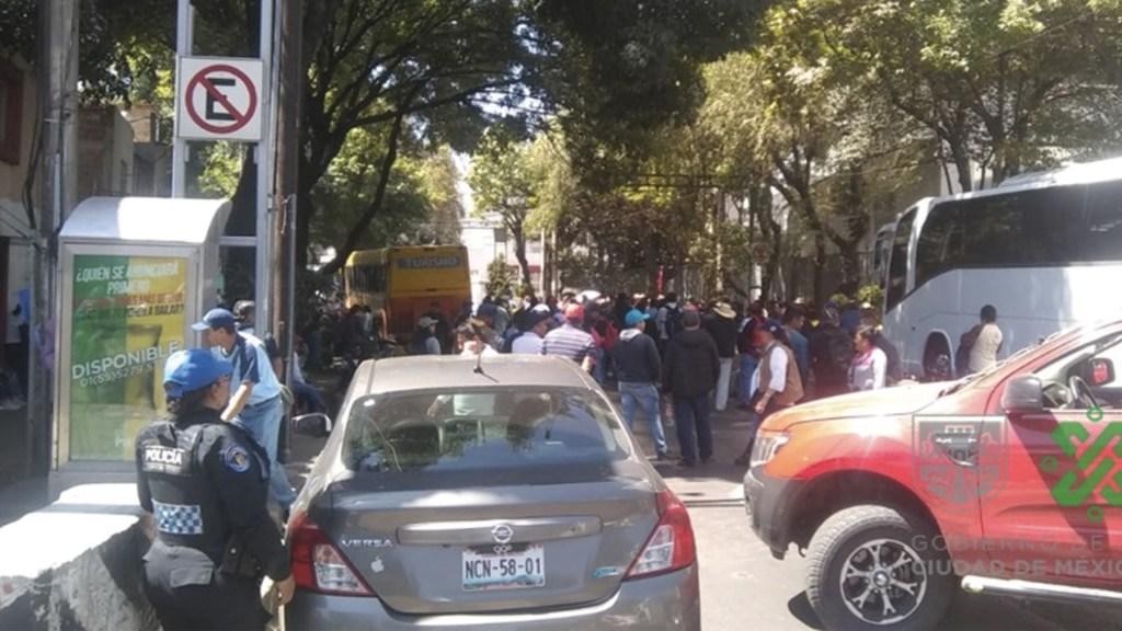 Trabajadores de la Universidad de Chapingo se manifiestan frente a la Sader - Foto de Ovial