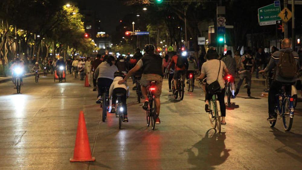 Ciudad de México cancela Paseo Nocturno en Bicicleta por coronavirus - Paseo Nocturno en Bicicleta en la Ciudad de México. Foto de @LaSEMOVI