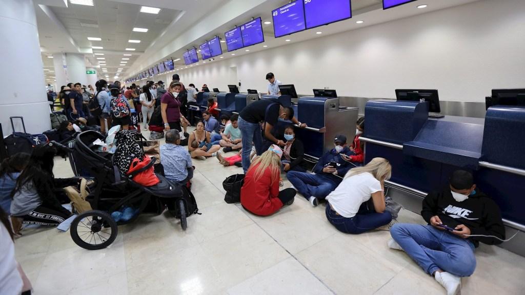 Peruanos varados en aeropuerto de Cancún piden ayuda humanitaria - peruanos coronavirus covid-19