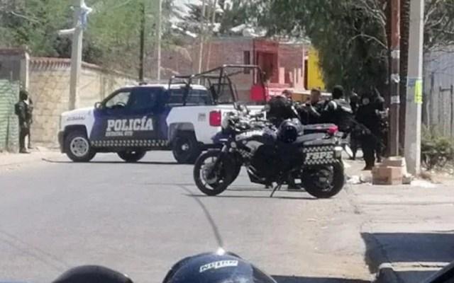 Asesinan en Guanajuato a dos custodios del Cereso Mil - Policía de Guanajuato en sitio de asesinato de dos custodios. Foto  Especial