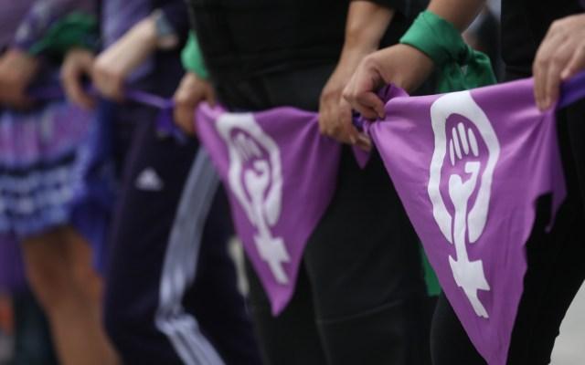Urgen al gobierno medidas contra la violencia de género durante cuarentena - Protesta feminista  en la Ciudad de México contra la violencia de género. Foto de EFE
