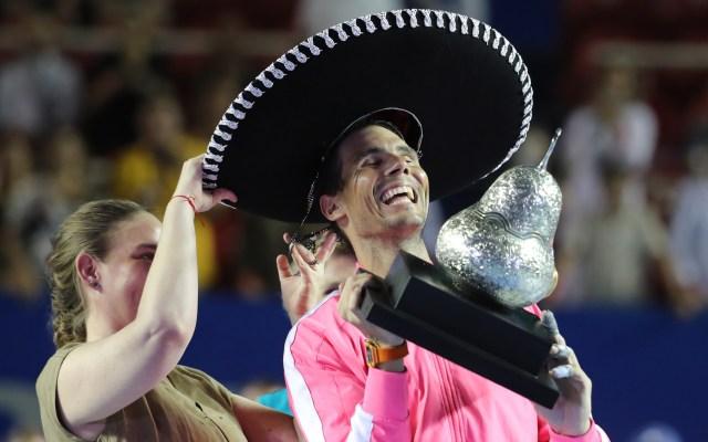 Rafael Nadal conquista el Abierto de Tenis de Acapulco - Rafael Nadal festeja triunfo en el Abierto de Tenis de Acapulco. Foto de EFE