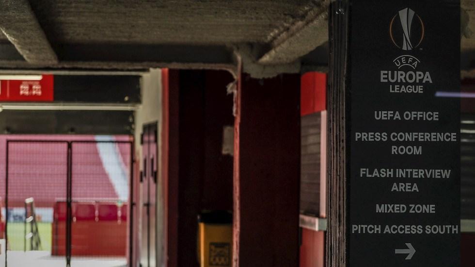 Sevilla-Roma e Inter-Getafe no se jugarán por coronavirus - Uno de los accesos al estadio Sánchez Pizjuán, donde el Sevilla se ha ejercitado a puerta cerrada y sin la presencia de medios de comunicación. Foto de EFE/ Jose Manuel Vidal.