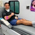 Alcalde de Miami dona plasma a paciente grave tras curarse de COVID-19