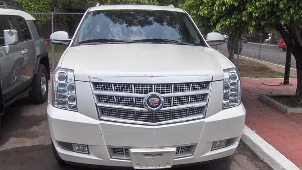 Subastarán en Los Pinos 201 lotes de joyas, inmuebles y vehículos - Cadillac Escalade, Modelo 2009, con precio de salida de 85 mil pesos. Foto de Indep