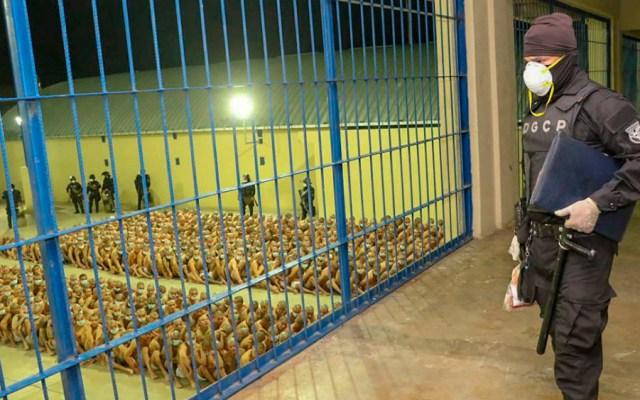 """HRW compara a Bukele con un """"caudillo"""" y alerta de riesgo de """"dictadura"""" - Foto de EFE"""