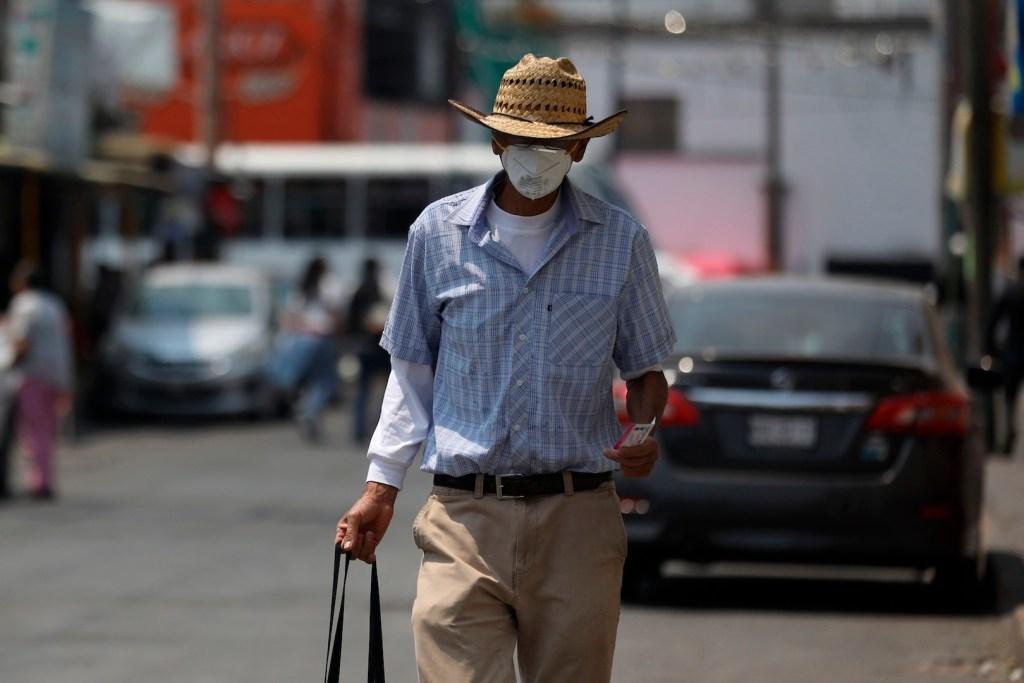 COVID-19 ha provocado la muerte de 165 mil 154 personas en el mundo - Foto de EFE