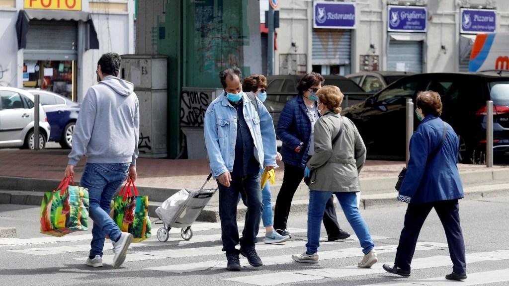 Italia sigue reducción en muertes diarias por COVID-19; hay 433 defunciones - COVID-19 coronavirus Italia calle