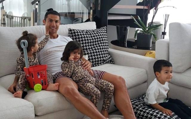 #Video Cristiano Ronaldo entrena con sus hijos desde casa - Desde el pasado 9 de marzo, Cristiano Ronaldo, junto con su pareja e hijos, se encuentra en Funchal, Portugal, su tierra natal