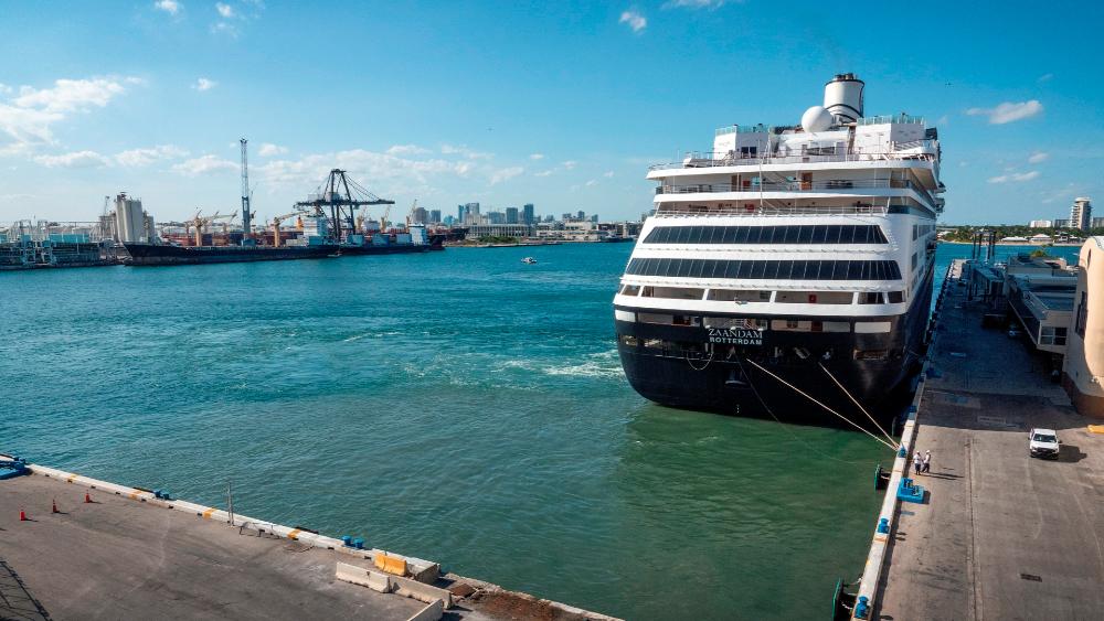 Desembarcan a mexicanos de cruceros con contagiados de Florida - Foto de EFE