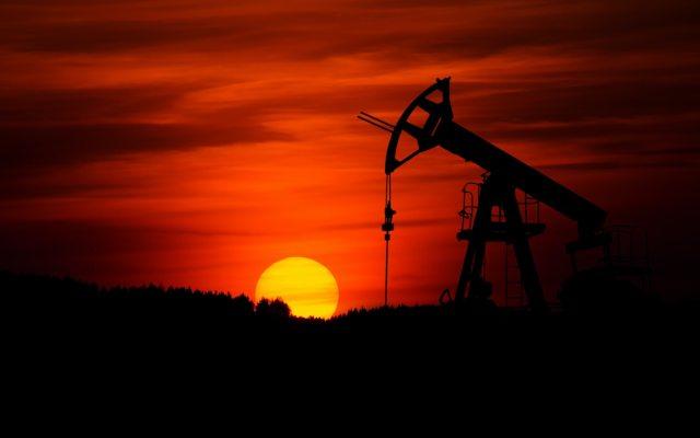 Comisión de Hidrocarburos autoriza perforación de cuatro pozos - Extracción de Petróleo crudo. Foto de Zbynek Burival para Unsplash.