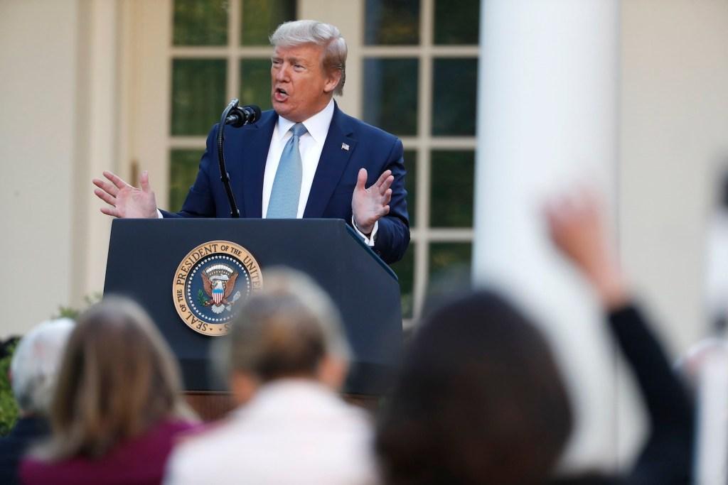"""EE.UU. """"pasó el pico"""" de nuevos casos de COVID-19, asegura Trump - Foto de EFE"""