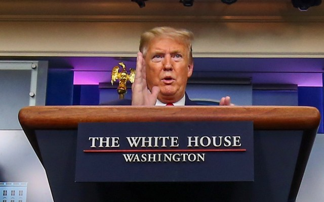 Tras etiqueta a tuit, Donald Trump amenaza con cerrar o regular redes sociales - Trump