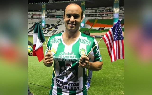 """Landon Donovan critica a jugadores mexicanos; solo """"salva"""" a Carlos Vela - Landon Donovan, exfutbolista histórico de Estados Unidos, criticó a los jugadores mexicanos al asegurar que les falta compromiso y dedicación"""
