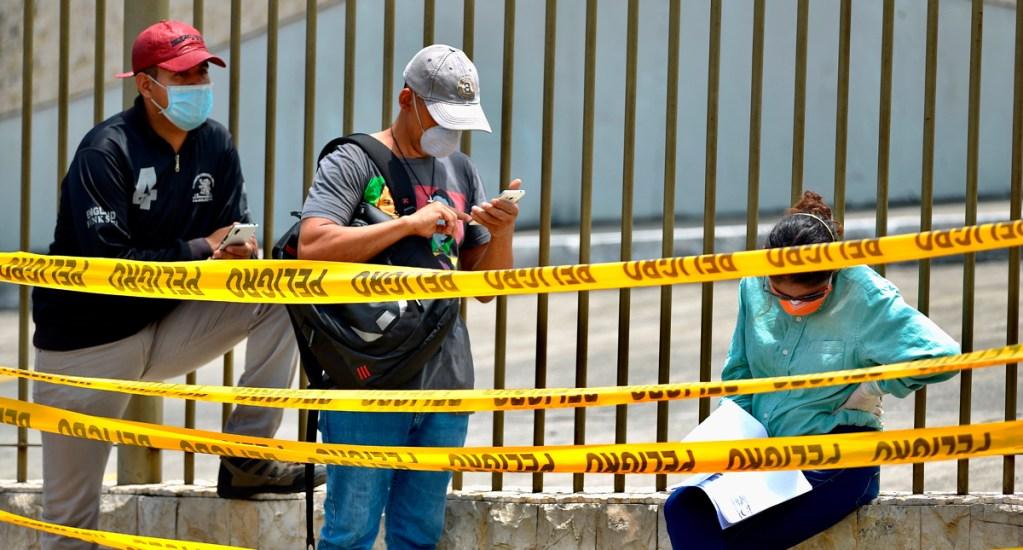Ecuador extiende restricción de jornada laboral por COVID-19 - El presidente de Ecuador indicó que las clases seguirán suspendidas todo el mes de abril, al igual que el transporte de pasajeros internacional e interprovincial