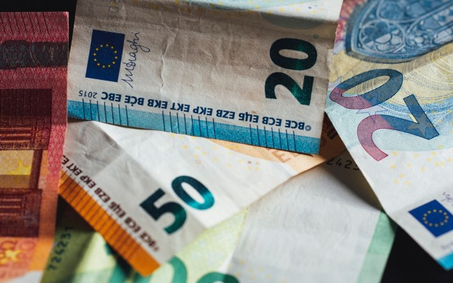 UE acuerda fondo de recuperación sin pactar detalles - Euros dinero europa economía