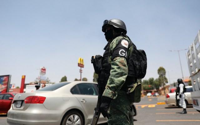 No ha bajado incidencia delictiva ni con la pandemia del COVID-19, admite AMLO - Elemento de la Guardia Nacional durante operativo de vigilancia. Foto de EFE