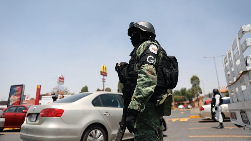 Declaran inconstitucional acuerdo presidencial para que Fuerzas Armadas participen en labores de seguridad pública - Elemento de la Guardia Nacional durante operativo de vigilancia. Foto de EFE