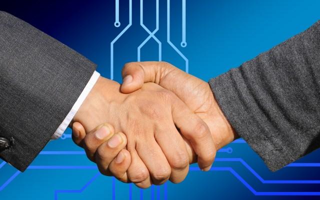 ¿Por qué las personas estrechaban las manos para saludar? - Foto de Pixabay.