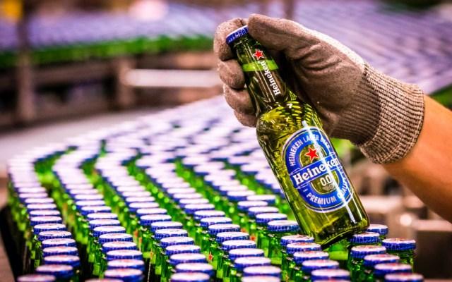 Heineken suspenderá producción en sus siete plantas de México por COVID-19 - Foto de EFE