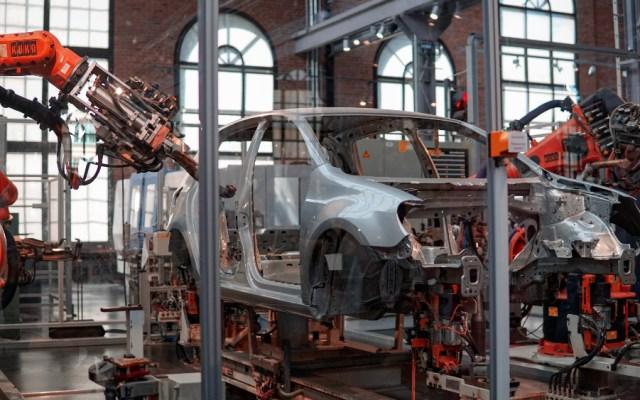 Exportaciones de vehículos bajan 95.05 por ciento en mayo, reporta el Inegi - Foto de Lenny Kuhne para Unsplash