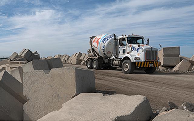 Producción industrial cae 3.7 por ciento anual en noviembre - Industria cementera de México. Foto de @canacemmx