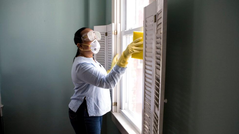 Limpieza excesiva de superficies y otras medidas anticovid poco efectivas - Limpieza en el hogar. Foto de CDC / Unsplash
