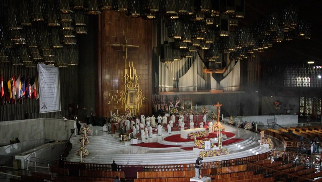 Misa Dominical oficiada por el Cardenal Carlos Aguiar Retes desde la Basílica de Guadalupe - Misa oficiada por el arzobispo Carlos Aguiar Retes en la Basílica de Guadalupe. Foto de Notimex-Romina Solis.